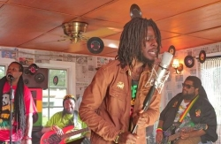 INNER CIRCLE e CHRONIXX TENEMENT YARD - VIDEO